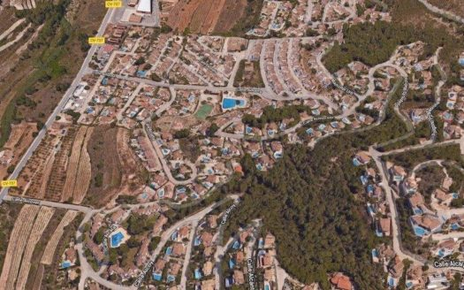 Building Plot With Sea View in Moraira