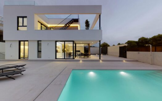 New villa with private pool in Finestrat
