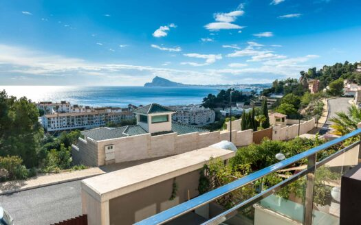 Modern Style Apartment With Sea Views in Altea