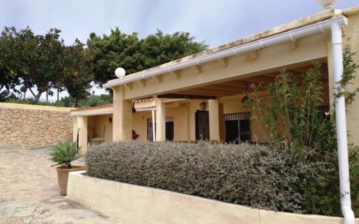 Villa With a Large Plot in Altea