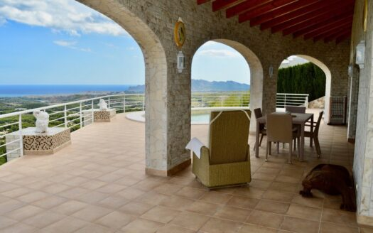Mediterranean Style Villa With Sea Views in Altea
