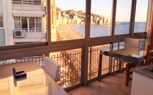 Frontline apartment for sale in Benidorm's Levante beach