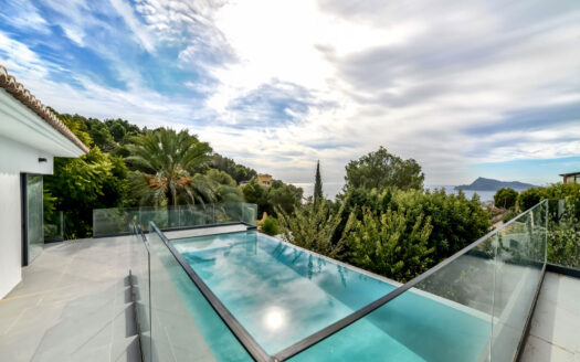High Quality Villa With Sea Views in Altea