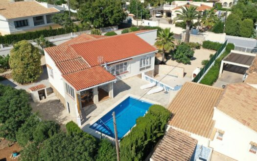Villa with 3 bedrooms and 2 bathrooms in Calpe