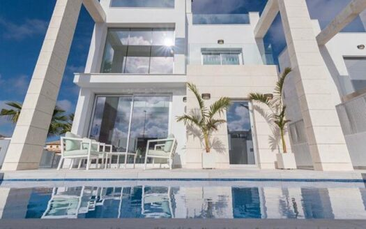 Beautiful detached new build villas in the residential area of Cabo Roig