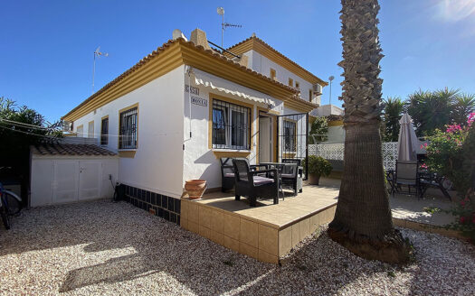 Newly reduced villa with sea views in the desirable area of La Florida