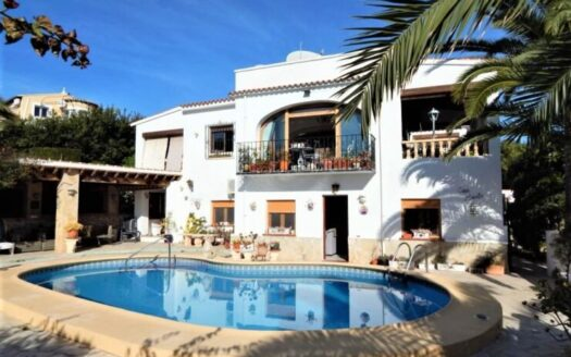 Traditional 6 Bed Villa Could Be 3 Separate Living Areas In Moraira walking distance to town