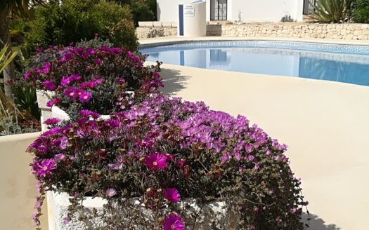 Lovely 3 Bed 2 Bath Villa With Communal Pool in Moraira