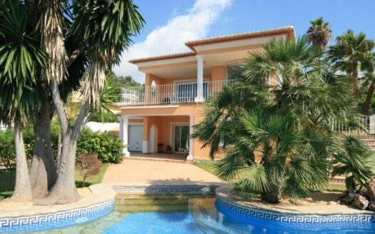 Luxury Villa with 6 Bedrooms and 3 Bathrooms in Moraira