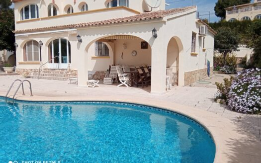 Traditional style villa in a sought after location
