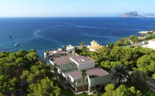 Modern spacious villa with sea views for sale within walking distance of the beach of El Portet in Moraira