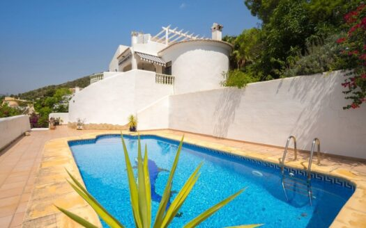 Traditional Spanish villa for sale in Jalon